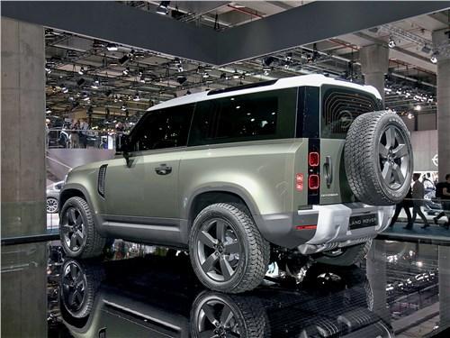 Land Rover Defender 2020 вид сзади