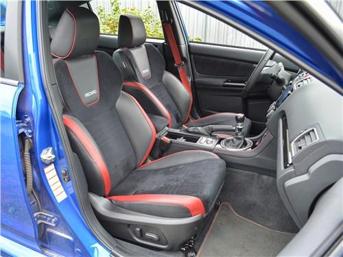 Subaru WRX STI (2018) передние кресла