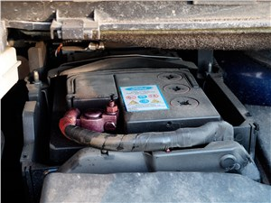 Ford Kuga 2013 аккумулятор