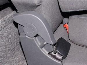 Предпросмотр skoda yeti 2013 механизм изменения степени наклона спинки заднего сиденья
