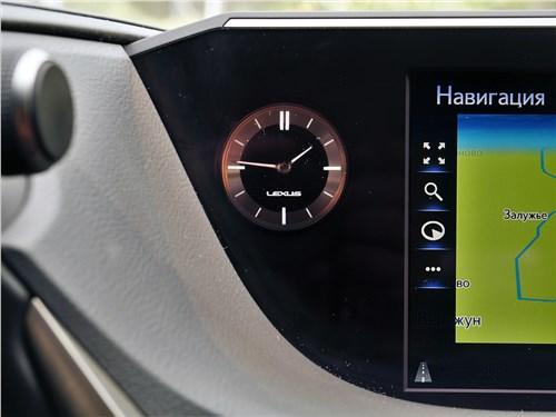 Lexus ES (2019) часы