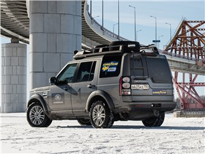 Land Rover Discovery 2015 вид сзади