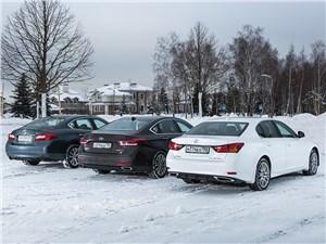Стравнительный тест Hyundai Genesis, Infiniti Q70 и Lexus GS. . Атака с тыла.