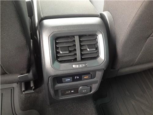 Volkswagen Tiguan 2017 второй ряд