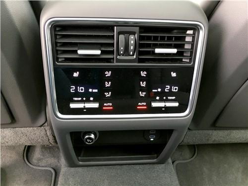 Предпросмотр porsche cayenne turbo s e-hybrid coupe 2020 климат-контроль