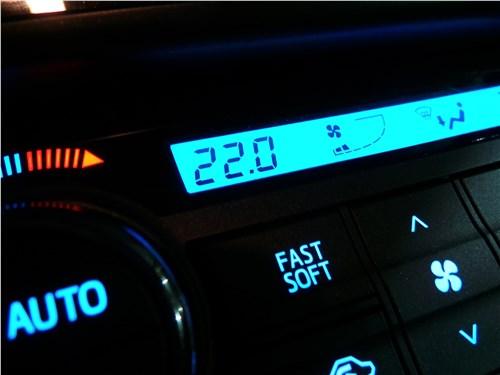Toyota RAV4 2016 климат-контроль