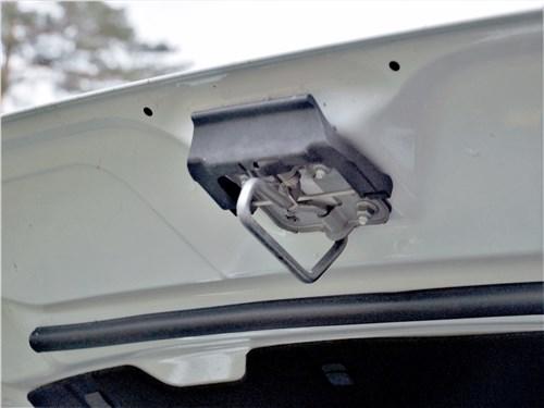 Volkswagen Tiguan R (2021) фиксатор капота
