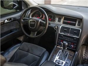 Audi Q7 2010 водительское место