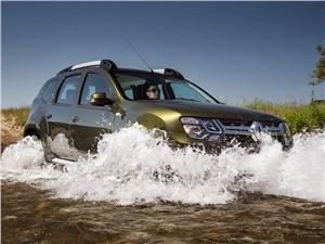 Renault Duster 2015 вид спереди