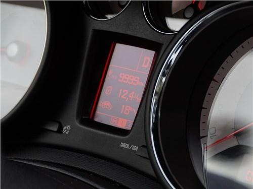 Peugeot 408 2012 приборная панель