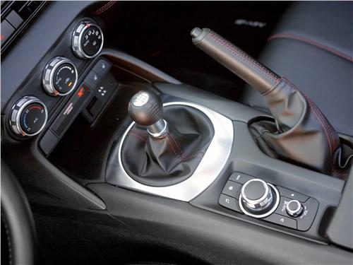 Mazda MX-5 2015 центральный тоннель