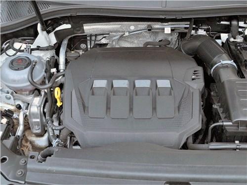 Volkswagen Tiguan R (2021) моторный отсек