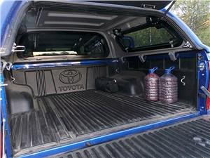 Toyota HiLux 2016 багажное отделение