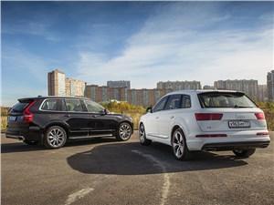 Audi Q7 2015 и Volvo XC90 2015 вид сзади