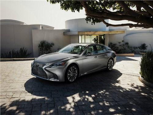 Lexus готовится к грядущей премьере гибридной версии своего флагманского седана