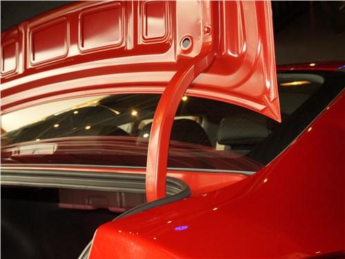 Kia Rio 2017 крышка багажника