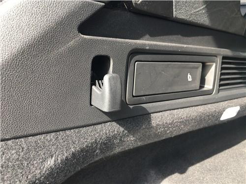 Предпросмотр volkswagen touareg r-line (2021) крючок в багажнике