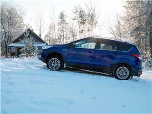 Ford Kuga 2013 вид сбоку