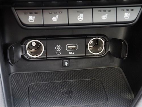 Предпросмотр kia sportage 2016 две розетки на 12 в и входы аудиосистемы