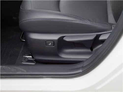 Toyota Prius 2016 регулировки водительского кресла