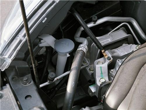 Nissan Juke 2017 моторный отсек