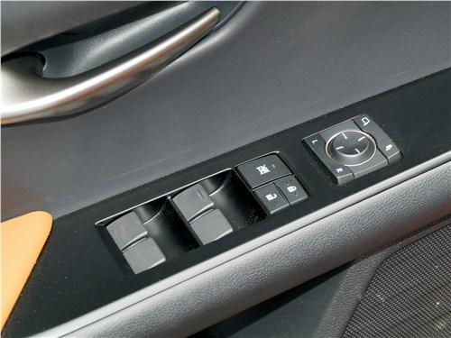 Предпросмотр lexus ux 200 2019 кнопки на двери