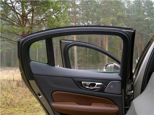 Volvo S60 2019 дверь