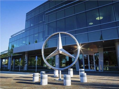 Новость про Mercedes-Benz - Mercedes-Benz закончил февраль с 11-процентным ростом