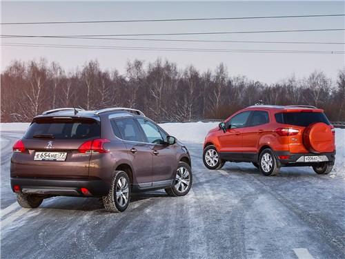 Ford EcoSport 2013 и Peugeot 2008 2013 вид сзади