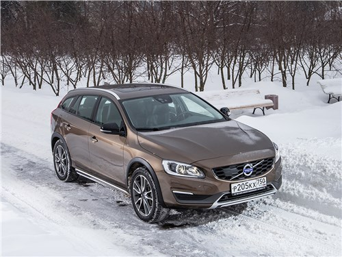 Volvo V60 Cross Country 2015 вид спереди