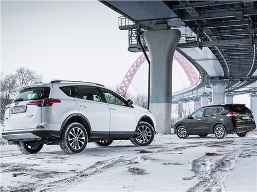 Сравнительный тест. Nissan X-Trail и Toyota RAV4 вид сзади
