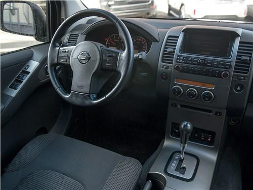 Nissan Pathfinder 2010 салон