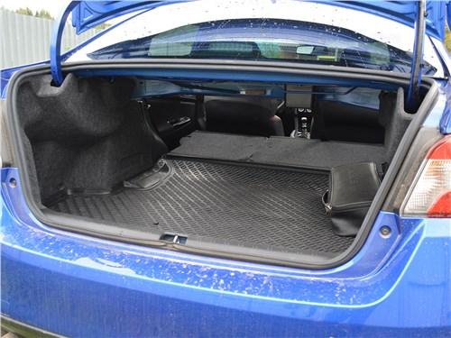 Subaru WRX STI (2018) багажное отделение