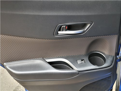 Toyota C-HR 2020 дверь