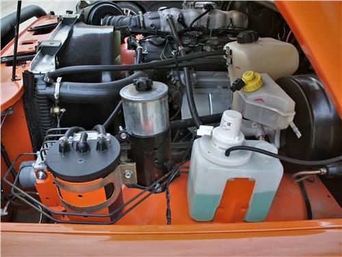 UAZ Hunter (2003) моторный отсек