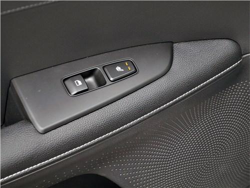 Предпросмотр kia cerato (2022) кнопки на ручке двери