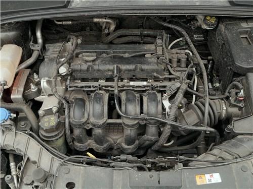 Ford Focus 2014 моторный отсек