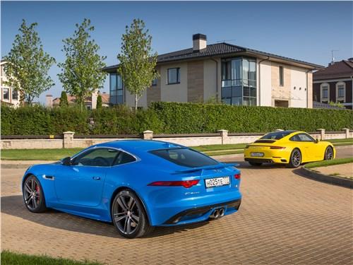 Jaguar F-Type S AWD и Porsche 911 Carrera 4S Вид сзади