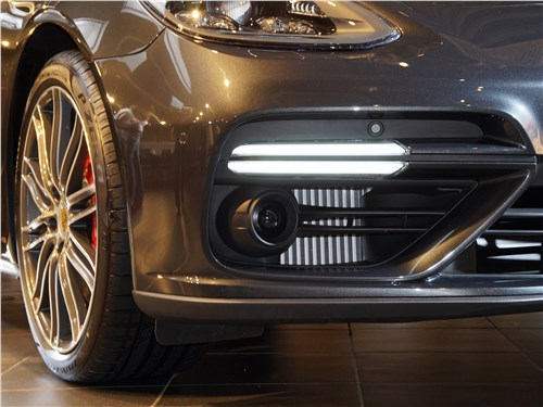Porsche Panamera - Porsche Panamera 2017 ходовые огни