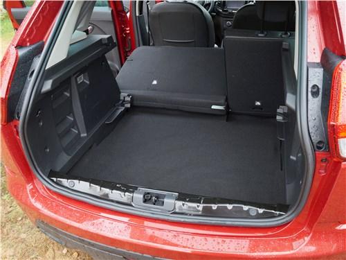 Lada XRay 2015 багажное отделение
