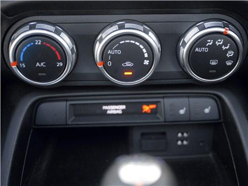 Mazda MX-5 2015 управление климатом
