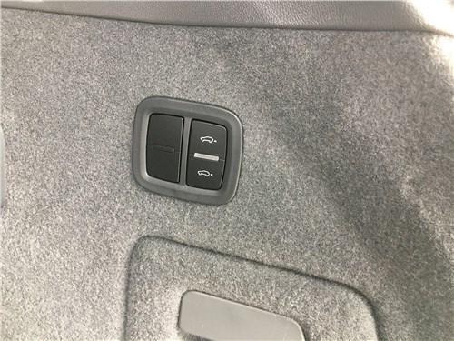 Предпросмотр porsche cayenne turbo s e-hybrid coupe 2020 багажное отделение