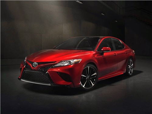 Toyota Camry - Toyota Camry 2018 вид спереди