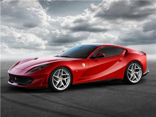 Ferrari 812 Superfast 2018 вид спереди сбоку