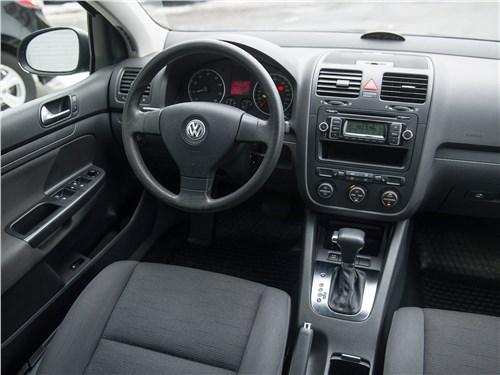 Volkswagen Golf 2003 салон