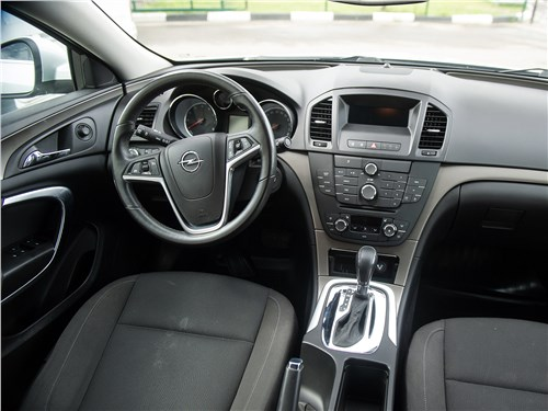 Opel Insignia 2009 салон