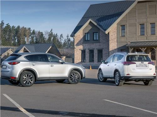 Mazda CX-5 2017 и Toyota RAV4 2016