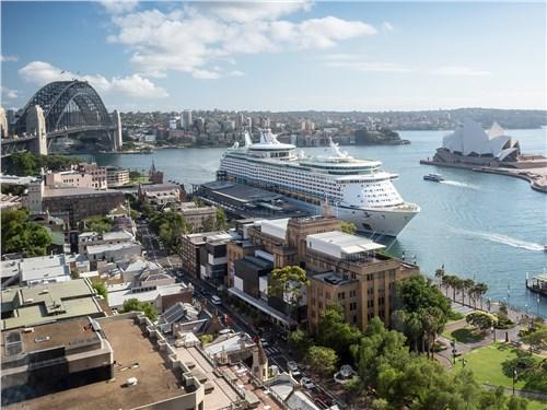 В Сиднее все рядом – и мост Харбор-Бридж, и пирс океанских лайнеров, и Оперный театр
