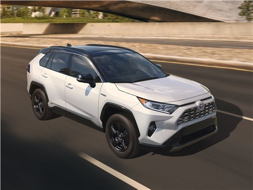 Как Nissan X-Trail учил Toyota RAV4 входить в повороты RAV4 - Toyota RAV4 2019 вид спереди