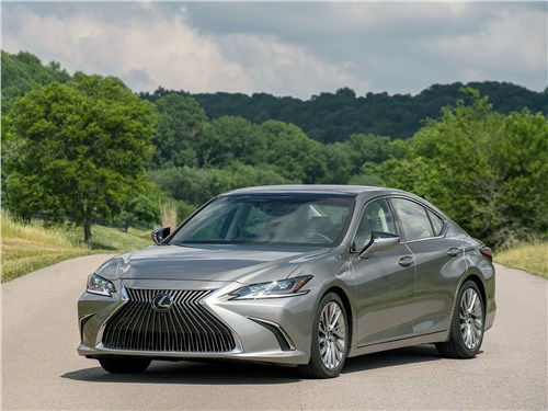 Lexus ES 2019 вид спереди сбоку